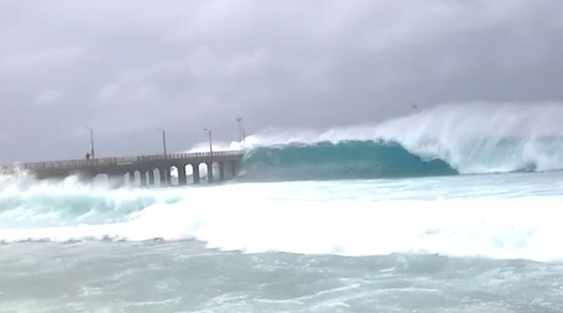 Okhi Cyclone didn't result in a high wave engulfing Bandra Worli Sealink !
